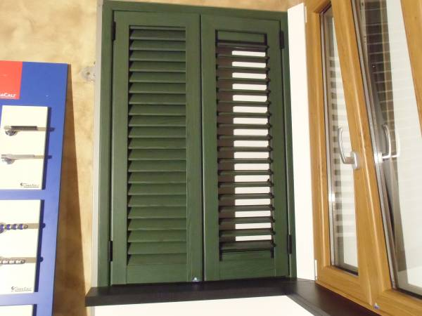 Casa moderna roma italy persiane in alluminio finto for Costo persiane pvc